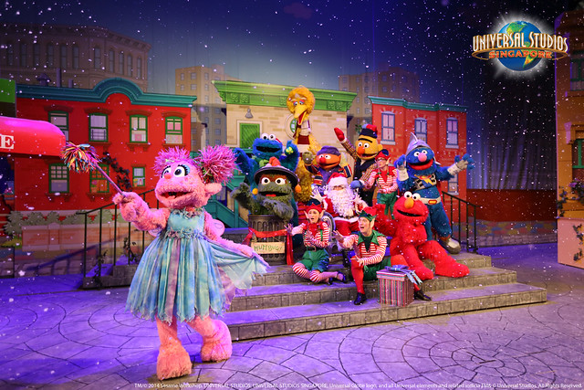 Universal Studios Singapore - Sesame Street Saves Christmas 1