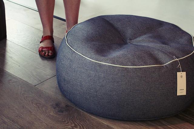 Header of cushiony