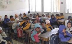 اطفال يرتجفون من البرد .. ازمة المازوت تصل الى المدارس