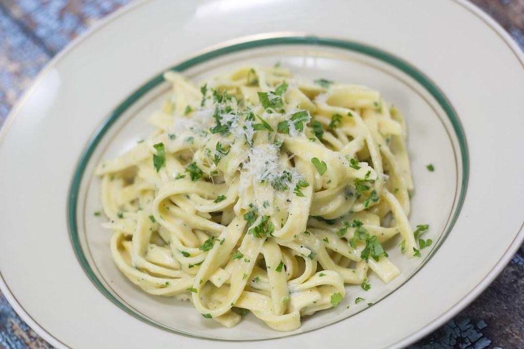 Pasta med cremet hvidløgssauce (5)