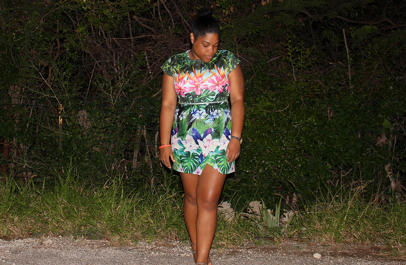 h&m, tropical print, dress, how to, style, streetstyle, island style, new look, marc jacobs, style & co., high bun, fashion, blog, blogger, beauty, thick girl, stylish, colorful, mini dress, zip dress, floral dress, floral print, hawaii