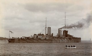 HMS Queen Mary leaving the River Tyne