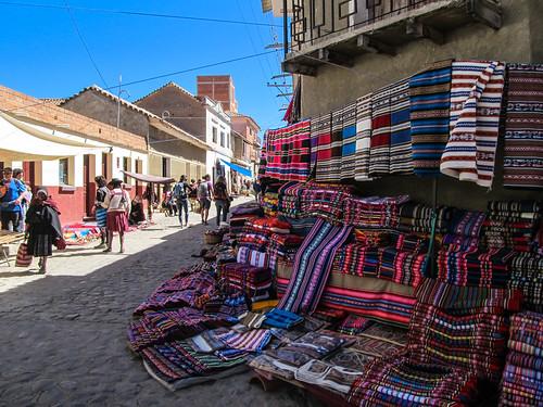 Tarabuco: le marché dominical et ses magnifiques tissus