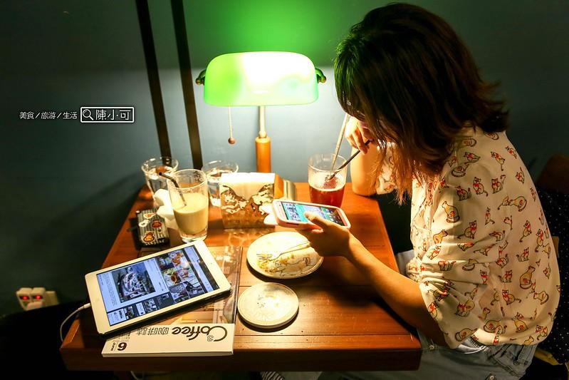 聞山咖啡 永春有貓店【台北咖啡館】聞山咖啡 永春有貓店,台北信義區貓咪咖啡館,咖啡、下午茶。(不限時,有網路,部份座位有插座)