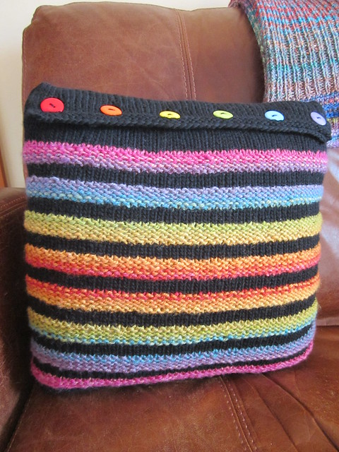 Wurmy rainbow cushion (10)