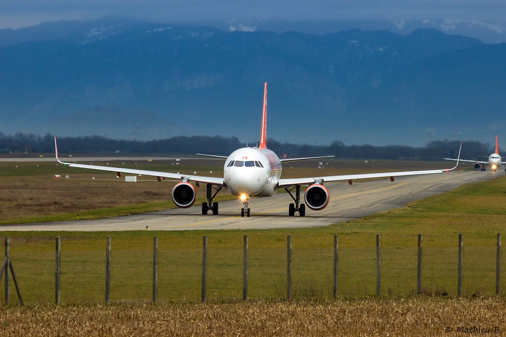 Aéroport Grenoble-Isère LFLS-GNB 16079489089_3261b1a538_b