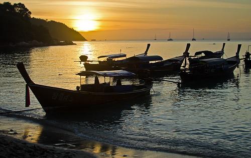 sunset sea beach 35mm thailand boats island nikon f18 primelens kohlipe d5100