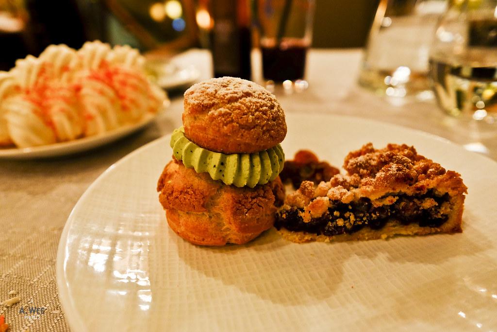 Pistachio cream puff and blueberry pie