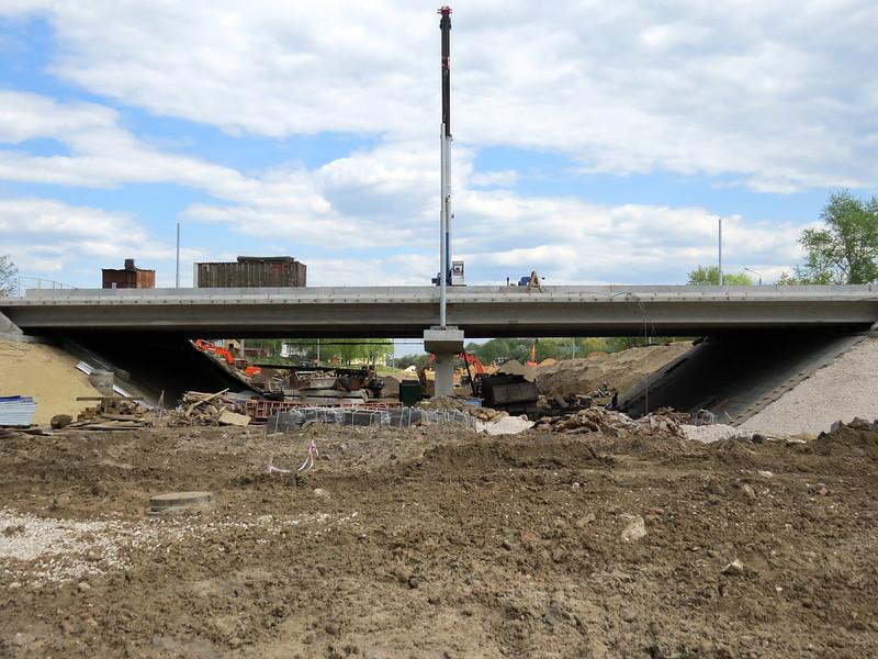 Под мостом. начало Лыбедской магистрали