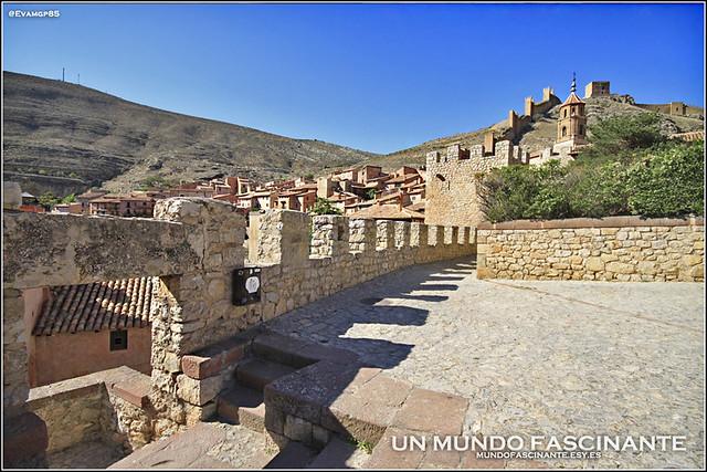 Albarracín, muralla entre las calles