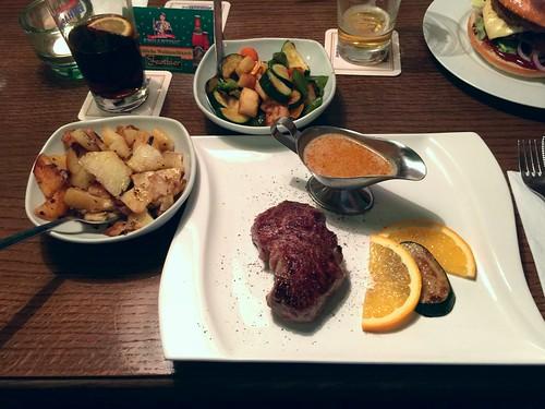 Filet steak with pepper sauce, fried potatoes and seasonal vegetables / Filetsteak mit Pfeffersauce, Bratkartoffeln & Gemüse der Saison