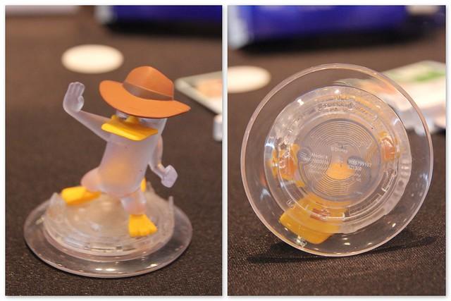 Une figurine de jeu et son étiquette NFC