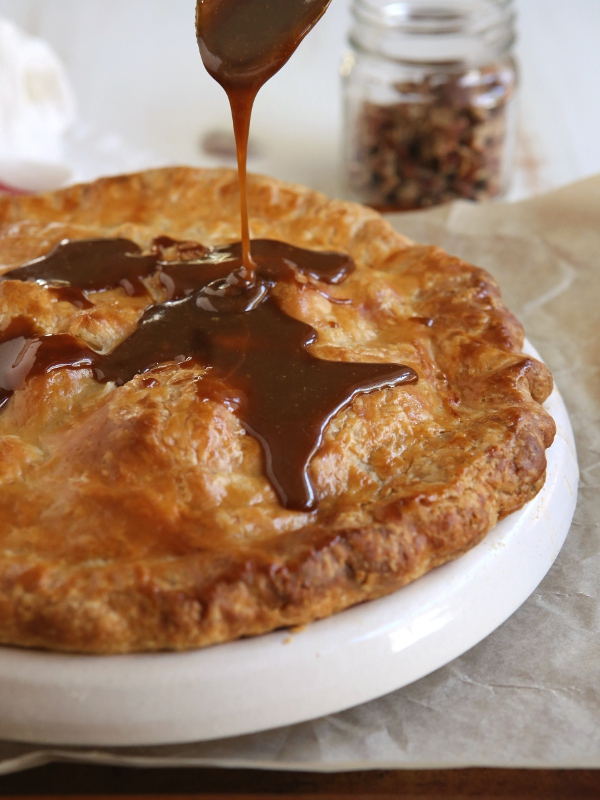 Apple Pear Praline Pie | completelydelicious.com
