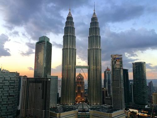 city travel sunset sky hotel asia 5 petronas towers twin malaysia kuala southeast hopping lumpur iphone skybar traders