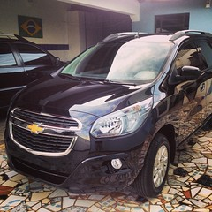 chevrolet(1.0), automobile(1.0), automotive exterior(1.0), sport utility vehicle(1.0), compact mpv(1.0), vehicle(1.0), compact car(1.0), bumper(1.0), land vehicle(1.0),