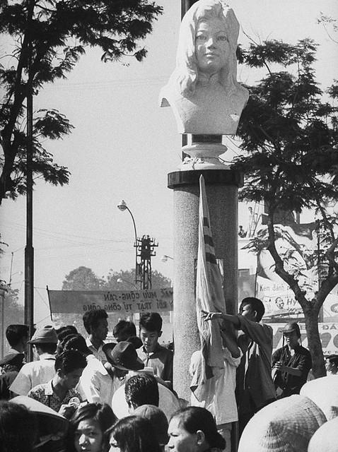 SAIGON 1965 - Biểu tình chống chánh phủ tại vườn hoa Quách Thị Trang