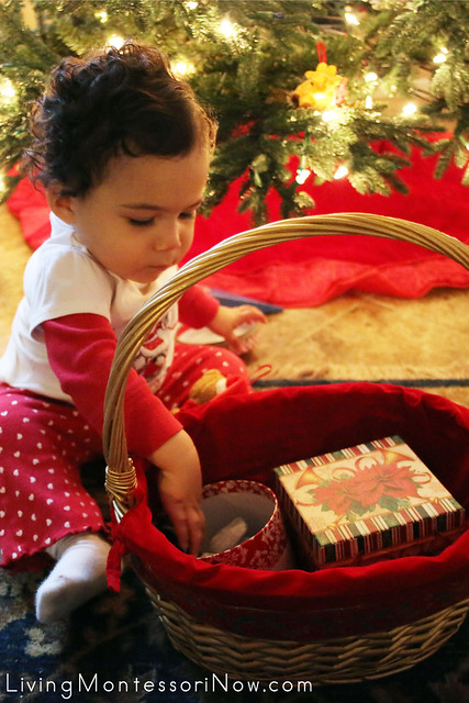 Introduction to the Christmas Gift Box and Bag Treasure Basket