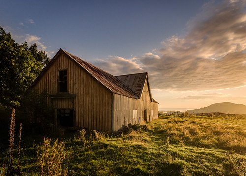 cloud grass sunrise shed otago dunedin otagopeninsula shearing mtcharles