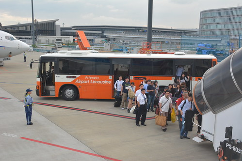 リムジンバス-NH2143