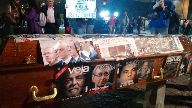 Ato no vão do Masp, em São Paulo (SP), no início da noite desta quinta (5) - Créditos: Rafael Soriano