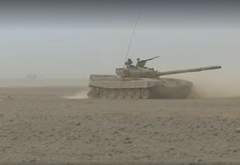 صور دبابات قتال رئيسية الجزائرية T-72M/M1/B/BK/AG/S ] Main Battle Tank Algerian ]   - صفحة 2 27844783746_ba4196a3fb_o