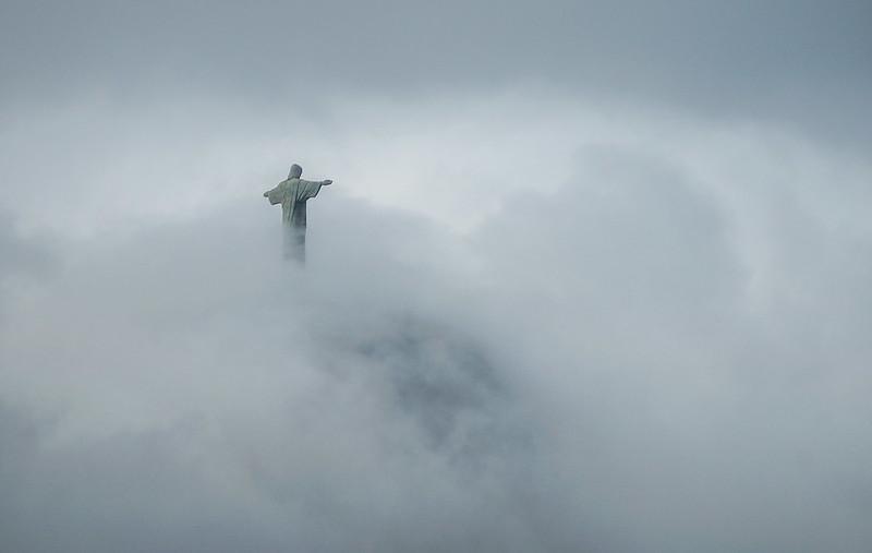 cloud brazil brasilia rio de janeiro statue corcovado patsas