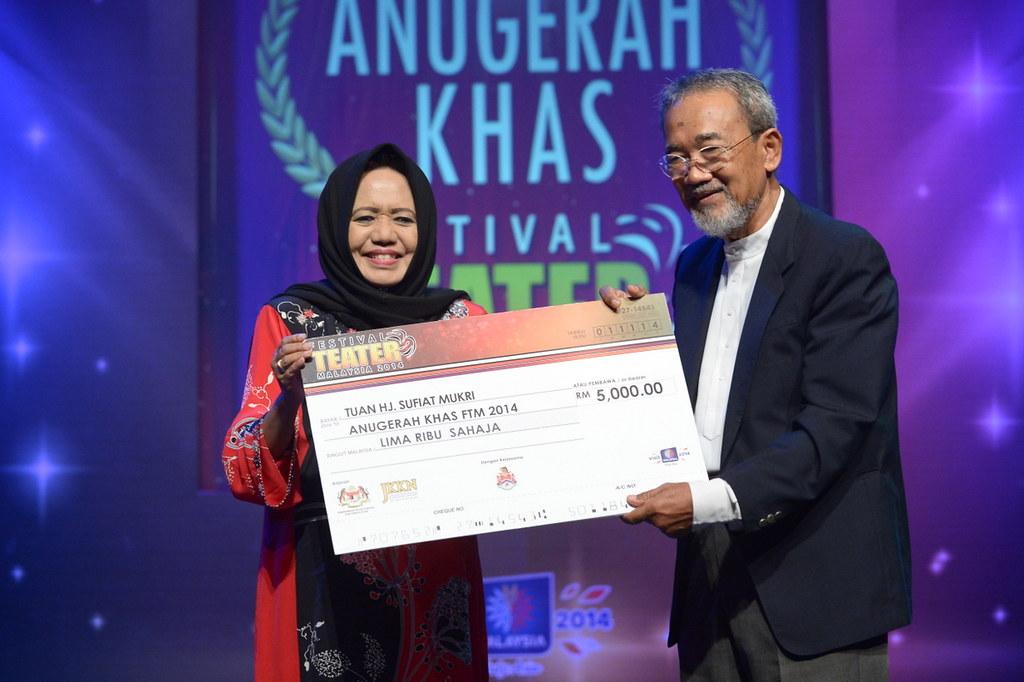 Anugerah Tokoh Tuan Haji Sufiat Mukri