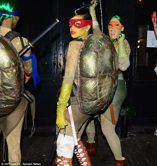 rihanna turtle costume (1)