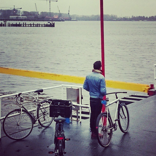 Waiting for the ferry at azartplein #amsterdamnoord @vanmoof #cyclechic #commute #dutchdesign