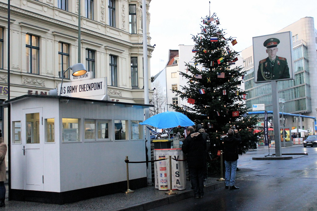 Little Nadia in Berlin : Checkpoint Charlie - The Booklet