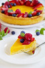 Лимонный тарт с ягодами