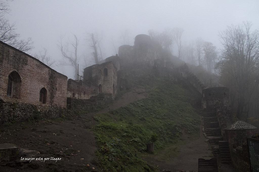Visita del castillo Gale RoodKhan en Gilan, Irán