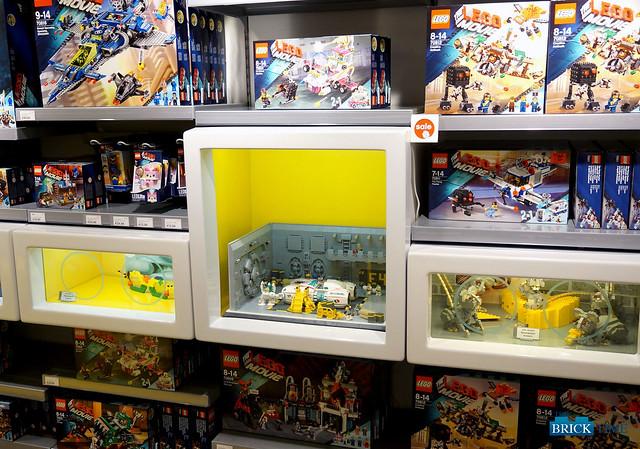 LEGO Store Berlin - ShowCase - Octan Speedstar Hangar