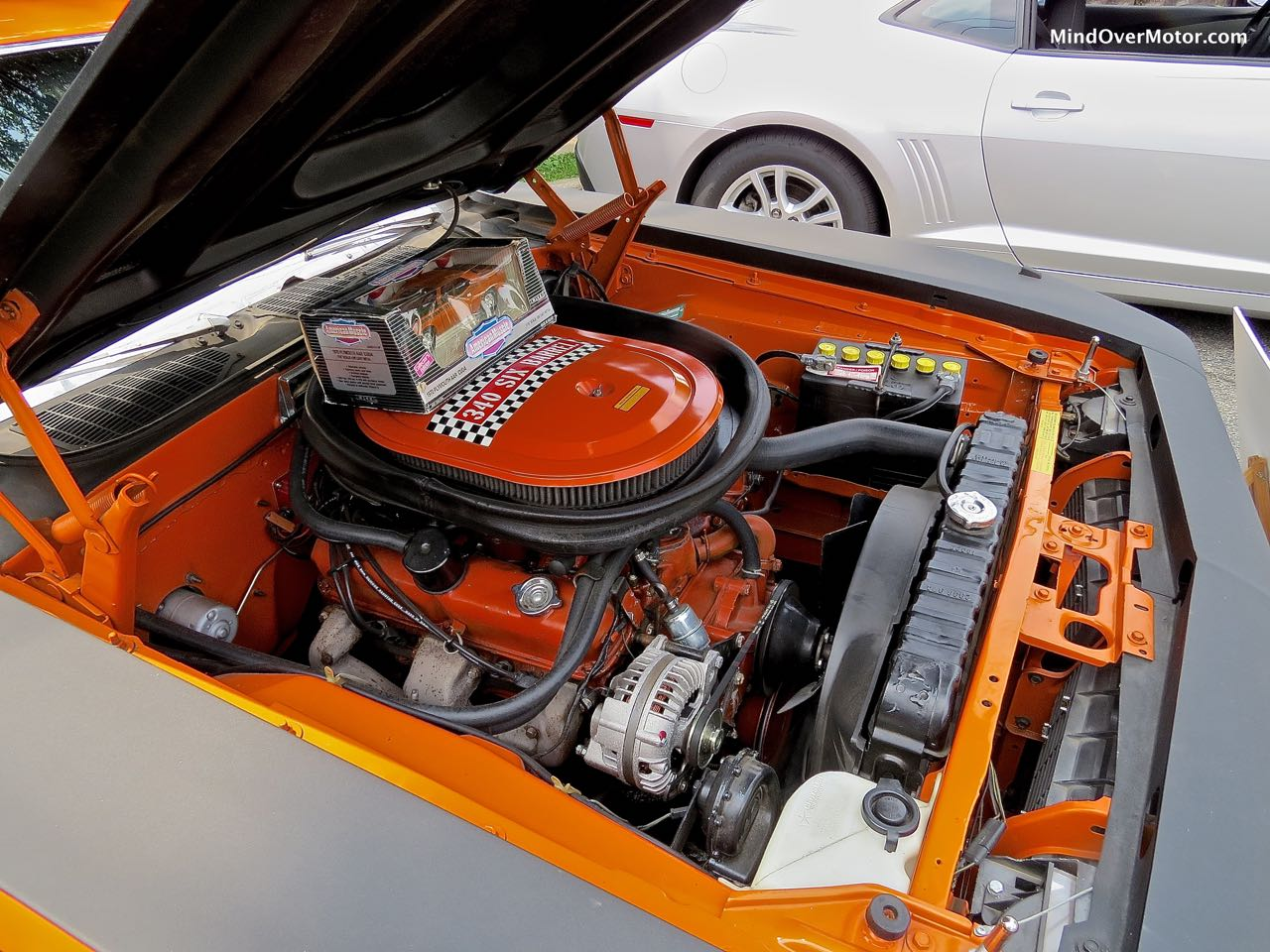 Plymouth AAR Cuda Engine