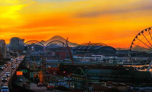 seattle panorama sunrise waterfront mtrainier bertha