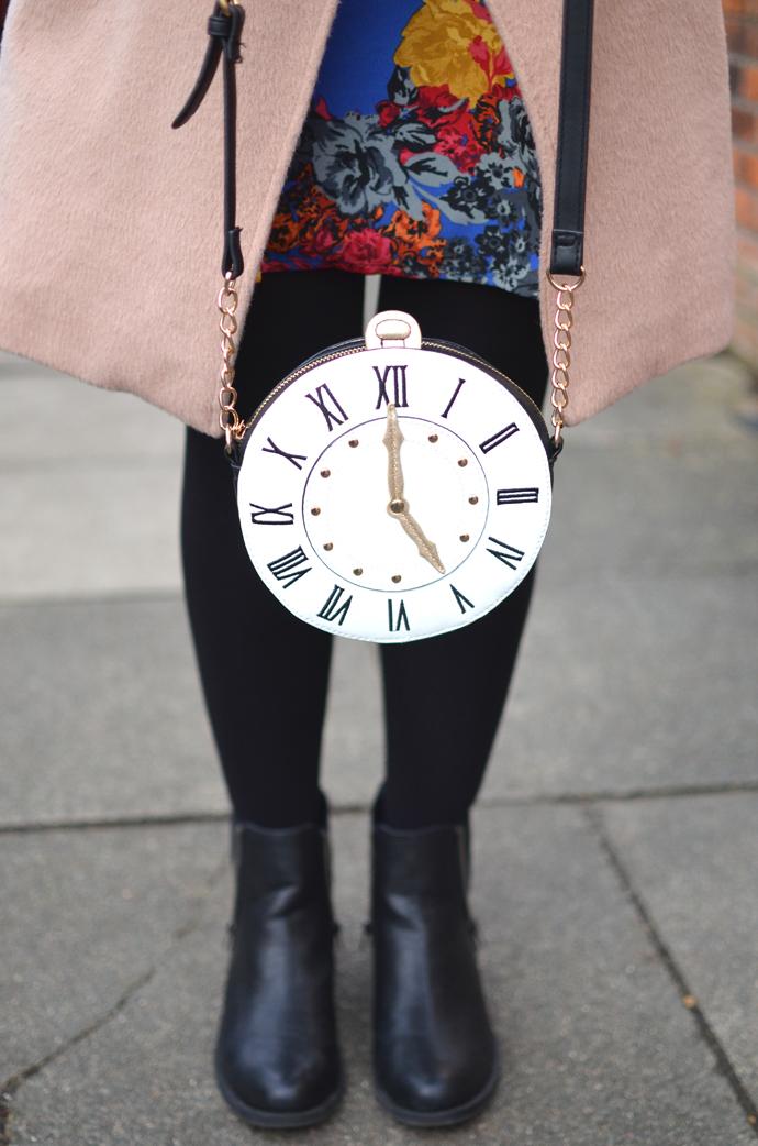 ACCESSORIZE-CLOCK-BAG-2