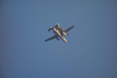 airplane_1 レーダー装置を搭載した航空機を撮影した写真。
