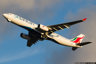 SriLankan Airlines Airbus A330-343 cn 1583 F-WWKF // 4R-ALM