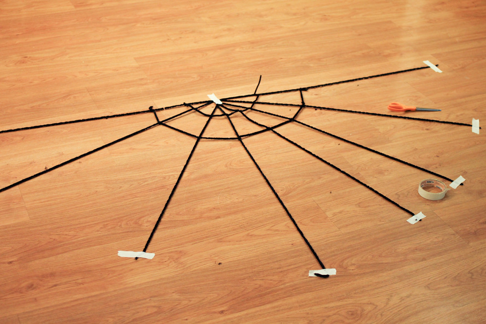 Easy spider web & spider DIY