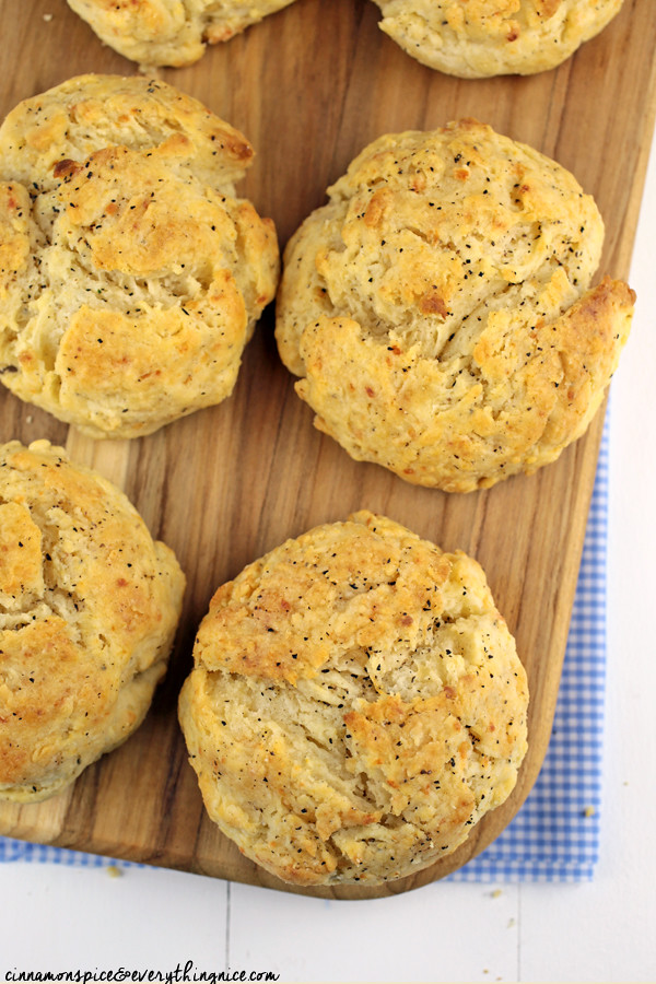 Parmesan & Black Pepper Drop Biscuits #dinnerrecipes