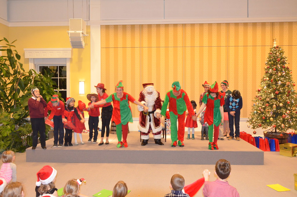 <p>We found Santa...yeah...Curtain Call<br /> <br /> <br /> Photo by the Courtesy of the Embassy of Poland</p>