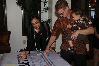 Wakil Dubes AS Kristen Bauer menyelenggarakan peringatan tsunami untuk mengenang mereka yang tewas, mengakui ketangguhan mereka yang selamat, semangat kepahlawanan dan merayakan keberhasilan upaya pemulihan dan pembangunan berkelanjutan di Aceh.