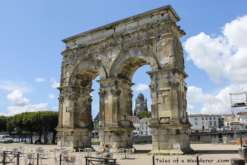 SAINTES - Arc de Germanicus / Cathédrale Saint-Pierre