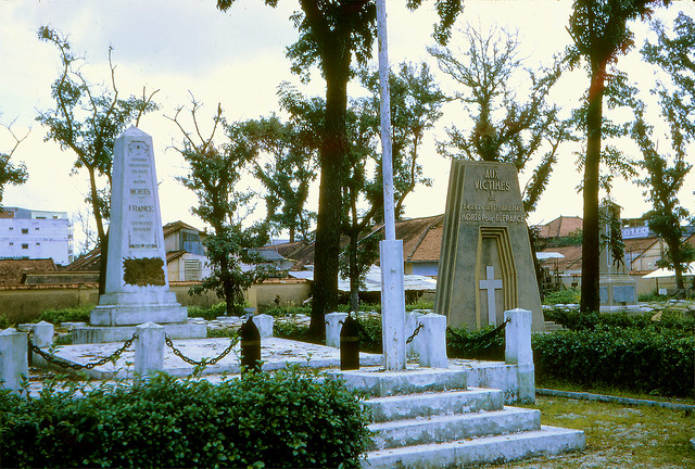 SAIGON 1970 - Mạc Đĩnh Chi Cemetery. Photo by Frederick P Fellers