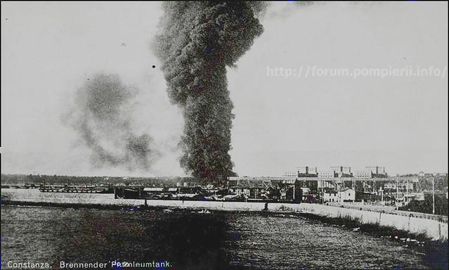 Constanza Foto AK Brennender Petroleumtank ca 1915,