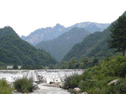 蒿沟里的观赏水坝