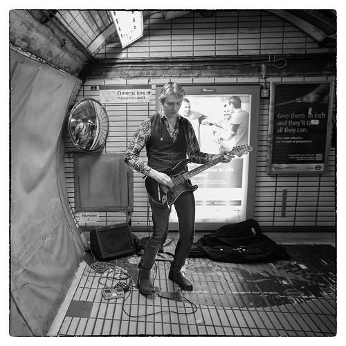 Muzikant in de metro van Londen