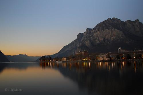 sunset lake como reflection montagne lago gold twilight san long exposure tramonto hour di luci ora riflessi martino lecco oro lungolago lunga esposizione crepuscolo coltignone
