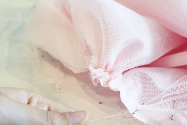 How to make a tulle skirt www.apairandasparediy.com