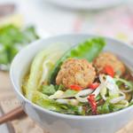 ázsiai zöldségleves sülthús golyókkal